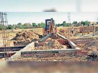 गमाडा ने अवैध कॉलोनी में बने 52 निर्माण गिराए, स्टेट अफसर पवित्र सिंह के निर्देश पर हुई कार्रवाई|मोहाली,Mohali - Dainik Bhaskar
