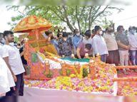 पटेल की अंतिम यात्रा में सैकड़ों लोग लाखों कदम चले इंदौर,Indore - Dainik Bhaskar