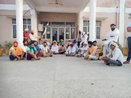 कुंजपुरा में गेट तोड़ मंडी में घुसे किसान, निसिंग में मार्केट कमेटी कार्यालय पर लगाया ताला करनाल,Karnal - Dainik Bhaskar