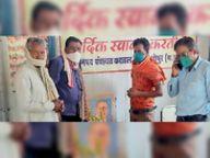 पंचायत कार्यालय पर मनाई गई बाबा साहेब की जयंती, मास्क का वितरण भी किया।|कराहल,Karhal - Dainik Bhaskar