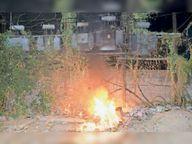 सूर्य विहार कॉलोनी के समीप आग लगने से ट्रांसफार्मर जला|धनबाद,Dhanbad - Dainik Bhaskar