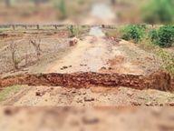 नक्सलियों ने समेली-रेवाली सड़क 20 जगह काटी|बस्तर,Bastar - Dainik Bhaskar