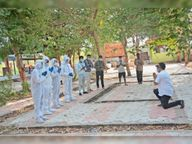 पाॅजिटिव राेगियाें का अंतिम संस्कार करने वाले कर्मचारियाें काे मोक्षधाम पर सभापति ने घुटनाें के बल बैठकर किया प्रणाम|बांसवाड़ा,Banswara - Dainik Bhaskar