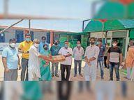 सीएचसी में दिए 50 पल्स ऑक्सीमीटर, कोरोना मरीजों की देखभाल और उचित उपचार के लिए क्षेत्र के शिक्षक भी हो रहे एकजुट|रायगढ़,Raigarh - Dainik Bhaskar
