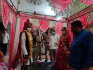 विवाह में भीड़ जुटने की आशंका थी, पुलिस और प्रशासन की टीम पहुंची, 1 घंटे में ही पूरी कराई सारी रस्में, दूल्हा-दुल्हन को आशीर्वाद दे किया रवाना|बांसवाड़ा,Banswara - Dainik Bhaskar