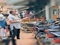 युवाओं के सहयोग से सार्वजनिक भवनों व अस्पतालों के कमरों को किया सैनिटाइज|होशंगाबाद,Hoshangabad - Dainik Bhaskar