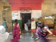 चार दिन से बंद राशन दुकान सोशल डिस्टेंसिंग के साथ खुली|छुरा,Chhura - Money Bhaskar