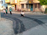 धूल से सनी सड़कों का वर्षों बाद डामरीकरण किया, दूसरे दिन से उखड़ने लगी; निकलने लगी गिट्टी|खंडवा,Khandwa - Money Bhaskar
