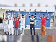 ट्रांसफार्मर नहीं लगने से एक साल से बंद है आरओ, ग्रामीणों ने किया प्रदर्शन बयाना,bayana - Dainik Bhaskar