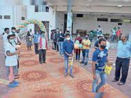 श्रीफल भेंटकर स्वस्थ हुए मरीजों की विदाई|राजनांदगांव,Rajnandgaon - Dainik Bhaskar