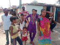 लॉकडाउन में नहीं मिल रहा काम, कामगार बोले, कई साथी तो गांव गए, हम भी चले जाते तो अच्छा रहता|श्रीगंंगानगर,Sriganganagar - Dainik Bhaskar