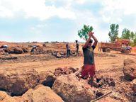 लोहरदगा की बॉक्साइट खदान में चल रहा काम|जमशेदपुर,Jamshedpur - Dainik Bhaskar
