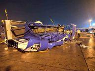40 किमी प्रति घंटे की स्पीड से हवा चली; एयरपोर्ट पर खड़े पैसेंजर प्लेन आपस में टकराए, 5 को नुकसान|गुजरात,Gujarat - Dainik Bhaskar
