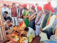 डेरी गड़ाई की रस्म हुई पूरी, अब रथ बनाना शुरू जगदलपुर,Jagdalpur - Money Bhaskar