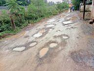 मरम्मत के नाम पर डाली सिर्फ जीरा गिट्टी, जो बारिश में बही, हिचकोले खा रहे बाइक सवार|राजनांदगांव,Rajnandgaon - Money Bhaskar