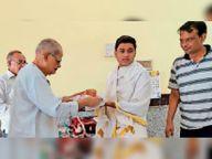 भगवान को निर्वाण लाडू चढ़ाया, पूजा-अर्चना की, पार्श्वनाथ दिगंबर जैन मंदिर में भगवान का अभिषेक कर शांतिधारा की|हरसूद,Harsood - Money Bhaskar