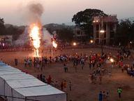 अहंकारी रावण और मेघनाद के हुआ दहन, 50 सेकंड में जला 32 फ़ीट का रावण|होशंगाबाद,Hoshangabad - Money Bhaskar