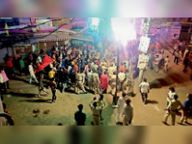 हटा का मामला, प्रतिमा विसर्जन के दौरान भीड़ को काबू करने पुलिस ने भांजी लाठियां|हटा,Hata - Money Bhaskar