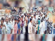खाद के लिए शहर व ग्रामीण क्षेत्राें में किसानाें की लगी कतार, पुलिस की माैजूदगी में बांटे 1-1 कट्टे|दौसा,Dausa - Money Bhaskar