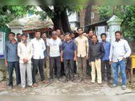 लालबाग रूट पर चल रहे अवैध ऑटो पर कार्रवाई की मांग को लेकर थाने पहुंचे मैजिक वाहन चालक|बुरहानपुर,Burhanpur - Money Bhaskar