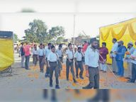 गुरु गोविंदसिंह बस्ती से कदमताल करते निकले स्वयंसेवक|सेंधवा,Sendhwa - Money Bhaskar