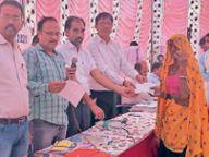 महमदपुर में प्रशासन गांवों के संग शिविर में 51 ग्रामीणों को पट्टे दिए, जलसंकट पर लोगों ने आक्रोश जताया|करौली,Karauli - Money Bhaskar