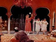 अमिताभ यांनी केला खुलासा - कमाल अमरोही यांनी 'पाकीजा'मध्ये मीना कुमारींच्या डान्स सिक्वेंससाठी कारंजात गुलाब जल टाकले होते टीव्ही,TV - Divya Marathi