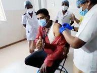 माजी आरोग्यमंत्री दीपक सावंत यांनी सर्वात पहिले घेतली लस, ठाण्यात एका वार्ड बॉयला दिला पहिला डोज|मुंबई,Mumbai - Divya Marathi