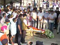 मिल्खा सिंह यांच्यावर चंदिगडमध्ये अंत्यसंस्कार, अंत्यविधीमध्ये केंद्रीय क्रिडा मंत्री किरण रिजिजूंचीही उपस्थिती देश,National - Divya Marathi