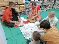 ડીસામાં કોરોના મહામારીમાં સામાજિક સંસ્થાઓ બની રહી છે કોરોના વોરિયર્સ, ભવ્ય ચેરીટેબલ ટ્રસ્ટ આયુર્વેદિક પોટલીઓનું વિતરણ કરાયું|પાલનપુર,Palanpur - Divya Bhaskar
