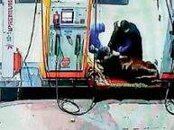 शेखों पेट्रोल पंप के सेल्समैन पर चाकू से वार कर 23 हजार लूटे, एक आरोपी को ऑल्टो समेत पकड़ा|अम्बाला,Ambala - Dainik Bhaskar