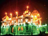 गणतंत्र दिवस के उपलक्ष्य में तिरंगे की रोशनी से दमका गांधी हॉल इंदौर,Indore - Dainik Bhaskar