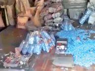 गंदगी के बीच चॉकलेट पैक कर रहे थे, 200 किलो टॉफी जब्त इंदौर,Indore - Dainik Bhaskar