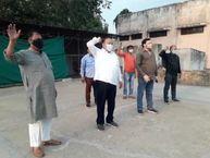 कांग्रेस विधायक छत पर चढ़कर चिल्लाए महंगाई डायन खाए जात है|ग्वालियर,Gwalior - Dainik Bhaskar