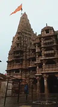 बिजली गिरने से मंदिर को नुकसान नहीं पहुंचा, प्रशासन की जांच के बाद यहां धार्मिक क्रियाएं पहले की तरह जारी हैं।