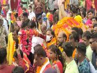 75 दिन के दशहरा जश्न का हुआ समापन, मुस्लिम युवकों ने बरसाए फूल, जवानों ने दी सलामी जगदलपुर,Jagdalpur - Money Bhaskar