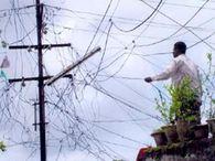 बकाया हाेने पर कनेक्शन कटा तो, हुकिंग कर जला रहे थे बिजली जमशेदपुर,Jamshedpur - Dainik Bhaskar