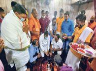 बासुकीनाथ में आम श्रद्धालुओं के लिए अरघा, बिहार के नेता प्रतिपक्ष तेजस्वी ने की स्पर्श पूजा|धनबाद,Dhanbad - Dainik Bhaskar