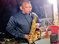 कुशल राजनीतिज्ञ के साथ बेहतरीन कलाकार थे निएल दा, क्रिसमस में वे सैक्सोफोन बजाते थे; पत्नी लता गाती थीं|रांची,Ranchi - Dainik Bhaskar