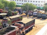 बाॅर्डर पर सख्ती, 700 से ज्यादा ट्रकाें के चक्के थमे, राेजाना 2 कराेड़ रुपए से ज्यादा का हो रहा नुकसान|उदयपुर,Udaipur - Dainik Bhaskar