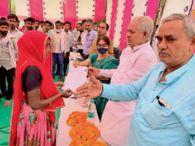 संवासा शिविर में 67, मानपुरिया में 40, पीचूपाड़ा कला में 28 लोगों को पटटे, पेंशन के पीपीओ बांटे|दौसा,Dausa - Money Bhaskar