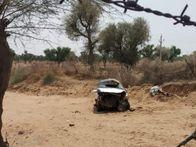 मेड़ता से गोटन जा रही कार असंतुलित हो खेत में गिरी, हुई चकनाचुर, घायल चालक को इलाज के लिए परिजन ले गए जोधपुर|नागौर,Nagaur - Dainik Bhaskar