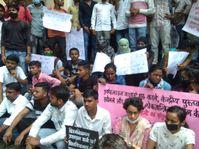 दो सौ छात्र-छात्राओं ने किया धरना-प्रदर्शन, गिनाईं ऑनलाइन क्लास की समस्याएं, कैंपस में फोर्स तैनात प्रयागराज (इलाहाबाद),Prayagraj (Allahabad) - Money Bhaskar