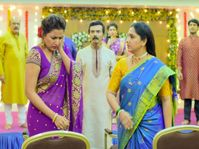माझ्या मुलांच्या वाटेला जायचं नाही म्हणत अरुंधतीने संजनाच्या लगावली कानशिलात|मराठी सिनेकट्टा,Marathi Cinema - Divya Marathi