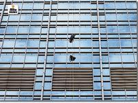 37 साल के वेई पैरालाइज्ड हैं; रस्सी से 10 घंटे में 100 मंजिला इमारत चढ़े, अपने जैसों के लिए 5 करोड़ रु. जुटाए|विदेश,International - Dainik Bhaskar