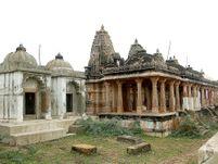 પાટડીમાં ઐતિહાસિક ધરોહરનો રજવાળી વારસો, રાજાની યાદમાં બાપાના દેરા અને રાણીની યાદમાં તુલસીના ક્યારા બનાવ્યા|સુરેન્દ્રનગર,Surendranagar - Divya Bhaskar