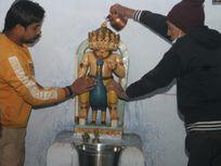 400 साल पुराने कार्तिकेय मंदिरके गेट रात 12 बजे खोले गए, हुई पूजा अर्चना|ग्वालियर,Gwalior - Dainik Bhaskar