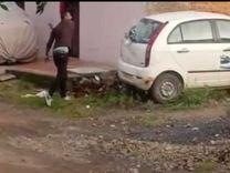दो बदमाशों ने पत्थर फेंके, बाइक-कारों के कांच फोड़े; केस में समझौते के लिए बना रहे दबाव|इंदौर,Indore - Money Bhaskar