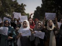 अफगानी लड़कियों की लड़ाई में लड़के भी कूदे, बैनर-पोस्टर और पत्थरों से कर रहे हथियारों का मुकाबला वुमन,Women - Money Bhaskar