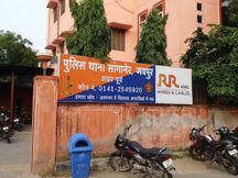 बैंक खाता ट्रांसफर करवाने को लेकर कॉल सेंटर पर किया फोन, ठगों ने 3 ट्रांजेक्शन के जरिए 29,800 रुपए निकाले|जयपुर,Jaipur - Dainik Bhaskar